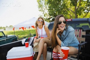 10 Jul 2014 --- Women relaxing at tailgate barbecue in field --- Image by © Hero Images Inc./Hero Images Inc./Corbis